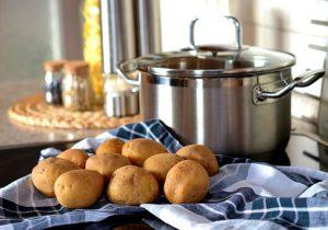 тенджера и картофи
